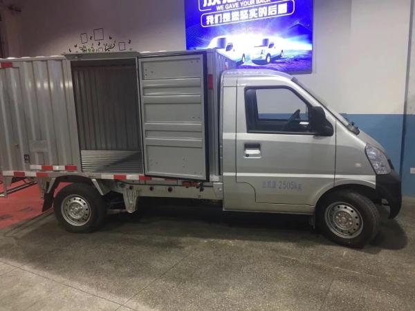 深圳牌货车