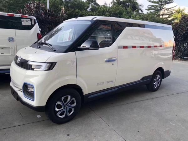北汽威旺407EV上市,售价不足11万,超大空间,堪称最便宜的房车